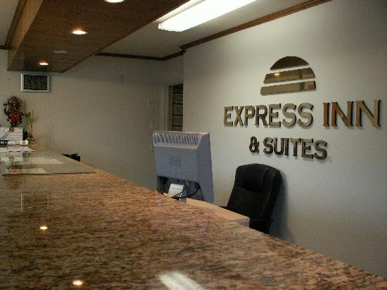 Express Inn and Suites: Office is open 24 hours.