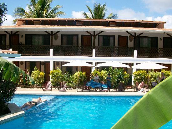 Hotel Samara Pacific Lodge: Piscine et chambres