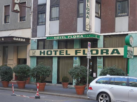 Flora Hotel: Outside the hotel