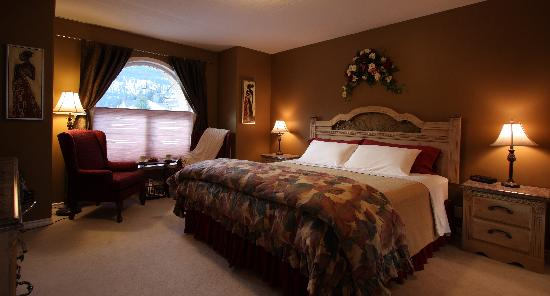 Royal Bed and Breakfast : Royal Suite, master bedroom has king bed