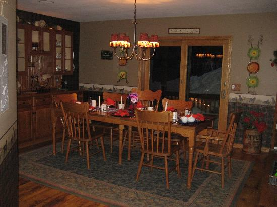 Ellicottville, NY: Dining area decorated for V day