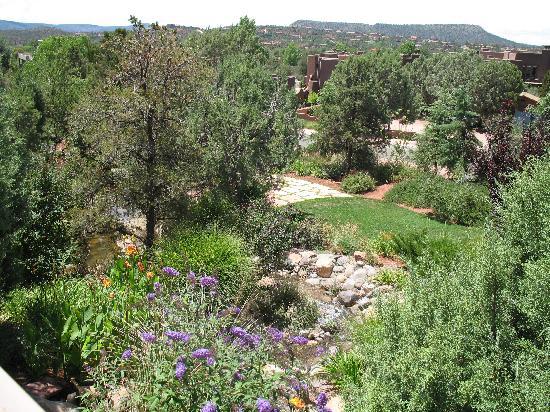Alma de Sedona Inn Bed & Breakfast: Waterfall in Garden Area