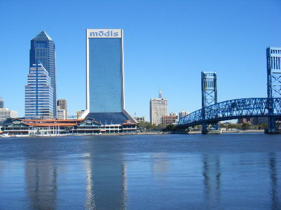 E2ride Bike Tours : A quick stop at the St. Johns River across from Jacksonville Landing