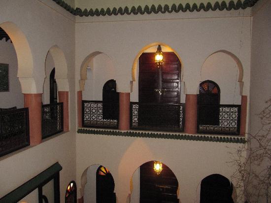 Riad Maison Belbaraka: inner balcony