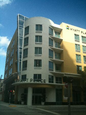 Hyatt Place West Palm Beach Downtown: facade/front entrance