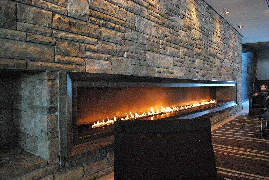 Taboo Muskoka Resort: Lobby Fireplace