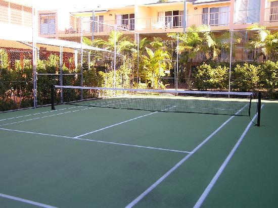 Lennox Head, Australia: half court tennis