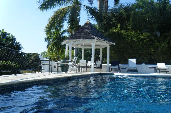 Round Hill Hotel & Villas: View from pool gazebo