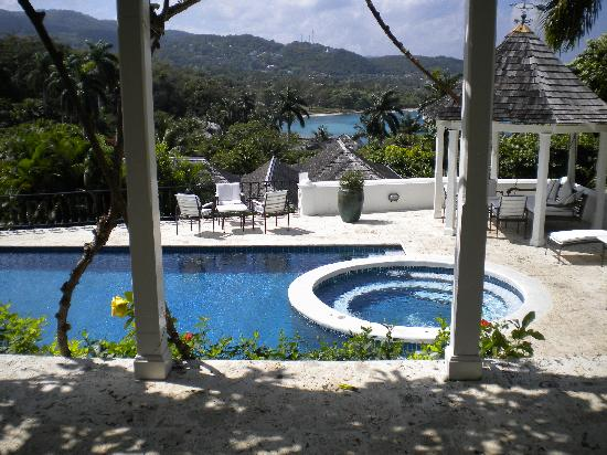 Round Hill Hotel & Villas : Cottage Pool