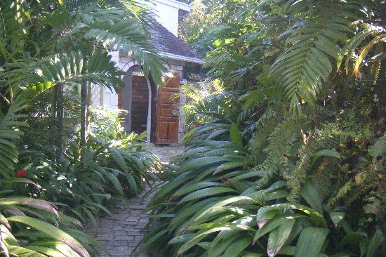 Round Hill Hotel & Villas: Cottage view