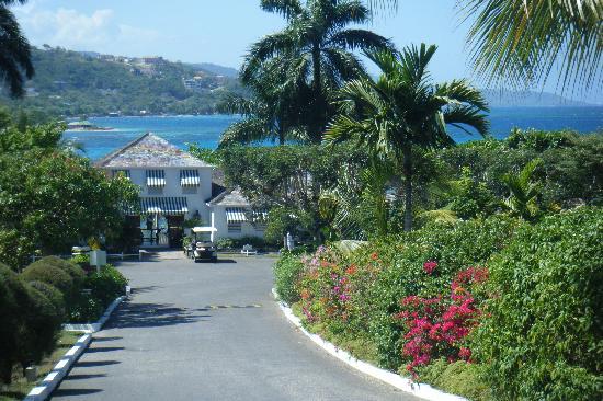 Round Hill Hotel & Villas : Main Entrance