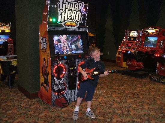 Disney's Grand Californian Hotel & Spa: Jacob at the arcade. Very clean