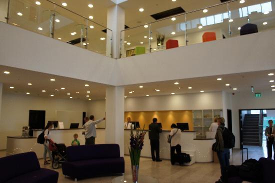 Tivoli Hotel: Lobby and Reception