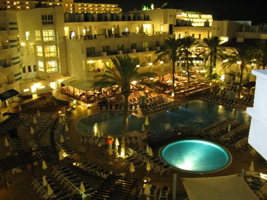 Sunwing Fanabe Beach: Night view of pools and restaurant from balcony