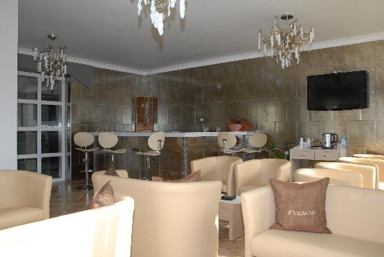 Kyknos De Luxe Suites Hotel: Lobby