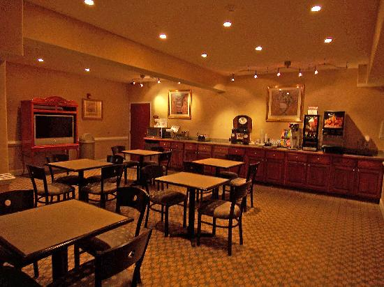 Econo Lodge Inn & Suites: Breakfast Room
