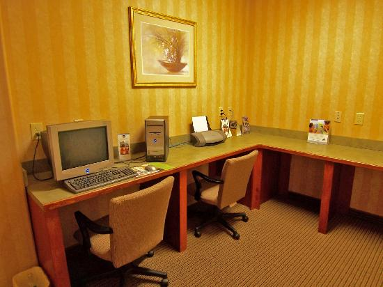 Econo Lodge Inn & Suites : Business Center