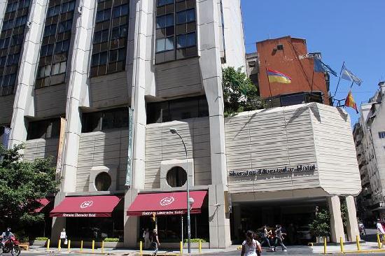 Sheraton Libertador Hotel: Av. Cordoba通りからのホテル外観