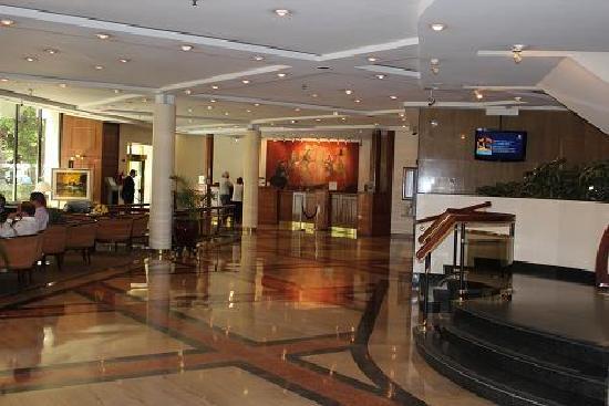 Sheraton Libertador Hotel: ホテルロビー、奥にPCコナーあり
