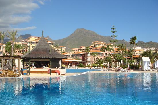 Iberostar Anthelia: L'hôtel vu d'une des piscines