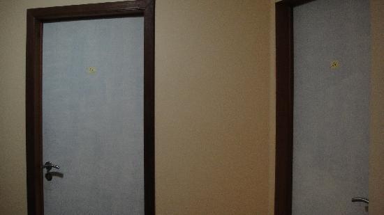 Aristote Hotel: 廊下