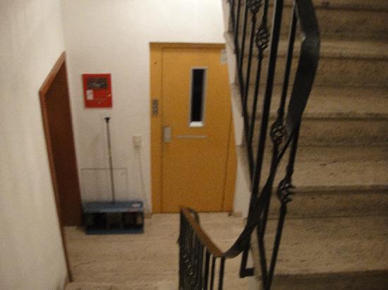 Regent Hotel: 階段とエレベータ