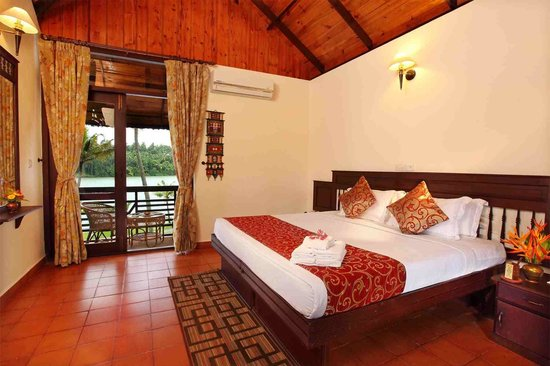 Fragrant Nature Backwater Resort & Ayurveda Spa: Bedroom