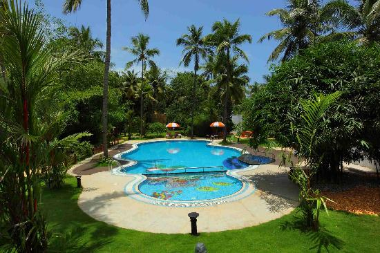 Fragrant Nature Backwater Resort & Ayurveda Spa: swimming pool