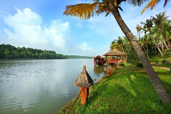 Fragrant Nature Backwater Resort & Ayurveda Spa : Boat jetty