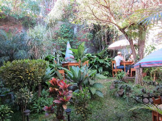 Kekoldi Hotel: lovely garden