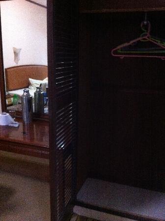 Ko Wah Hotel: closet