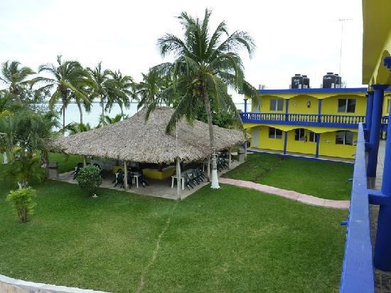 Hotelito El Paraiso: The grounds
