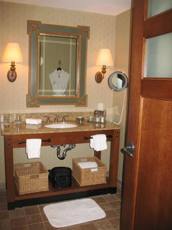 The Lodge and Spa at Callaway Resort & Gardens: bathroom at Lodge