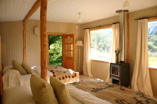 Futa Lodge: River cabin