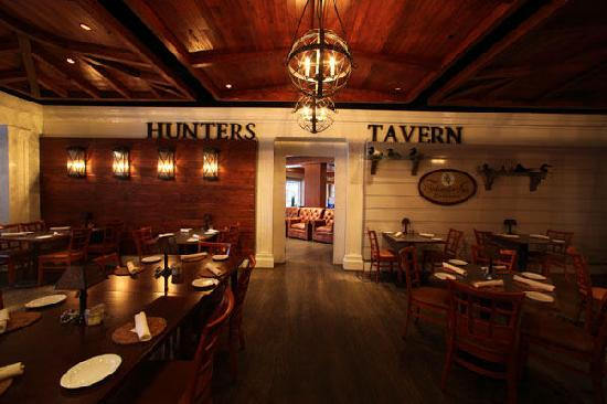 Tidewater Inn : Hunter's Tavern