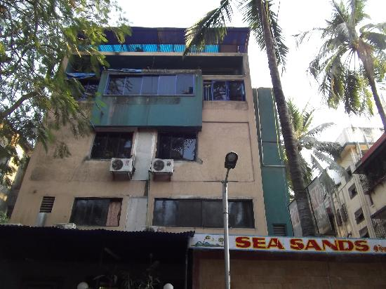 Hotel Sea Sands Juhu & Zo Rooms : Hotel Sea Sands Juhu