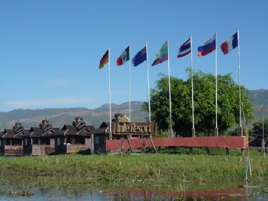 Inle Resort & Spa : view to the Hotel from the lake