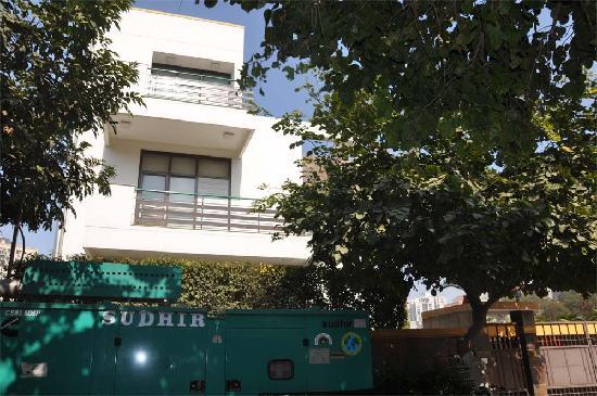 OYO 5528 DLF Phase 4: Hotel Dahleez