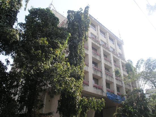 Landmark Suites