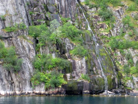 Noruega: Cascata in un fiordo
