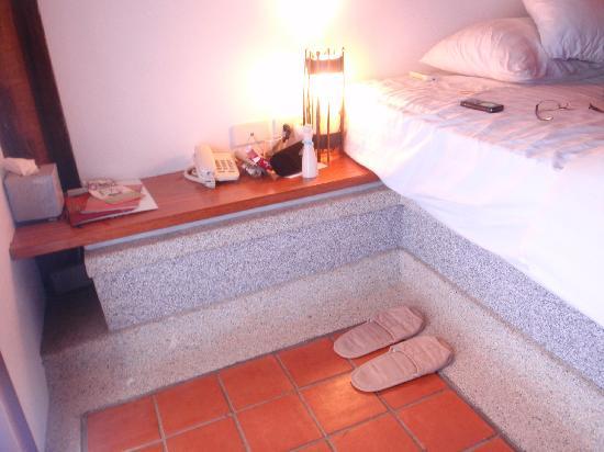 The Cliff Ao Nang Resort: Comfortable platform bed and generous bedside shelf