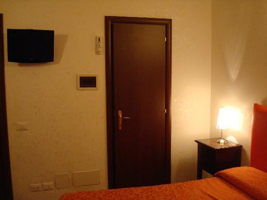 Hotel Meraviglia: Tv plana