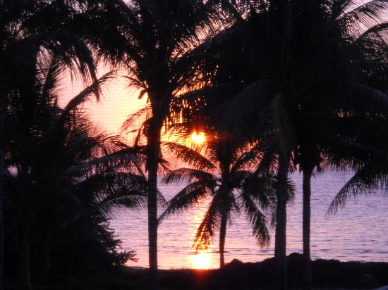 Casa Del Sol Beach Resort: view of sunrise from balcony