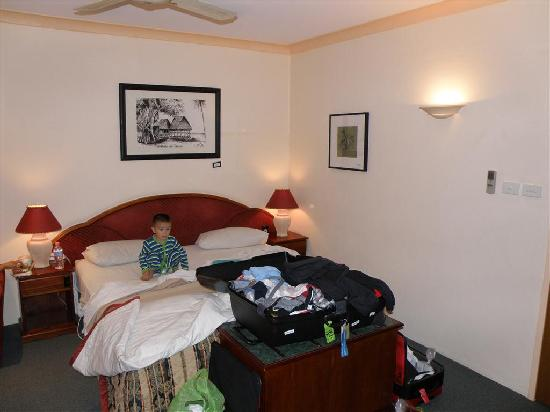 Ulladulla Guest House: My grandmother would have loved this bed