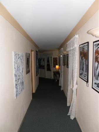 Ulladulla Guest House: Hallway