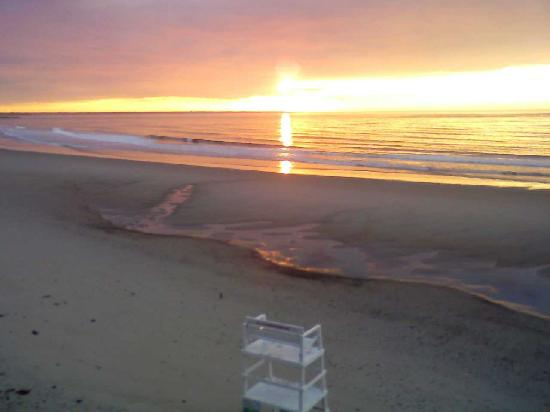 Atlantic Oceanfront Motel: Sunrise from our deck