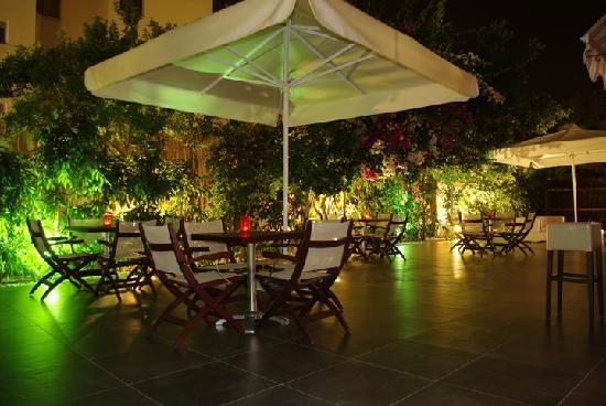 Vegas Hotel Apartments: Garden2