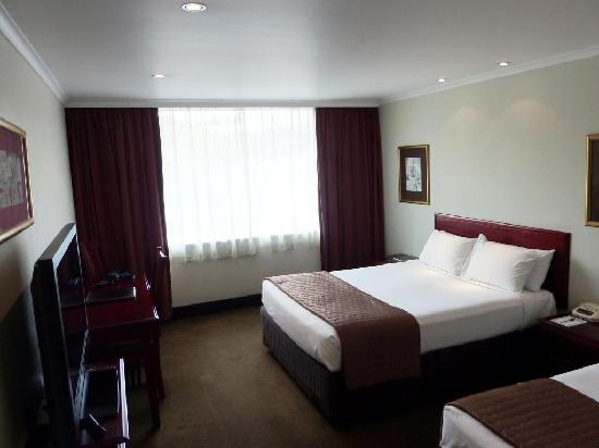 Fountainside Hotel: Bedroom (one double & one single bed)