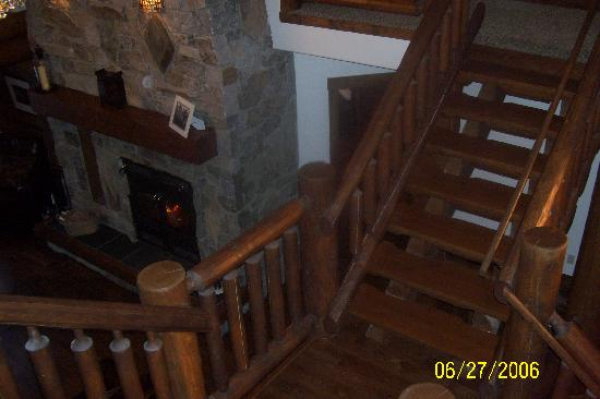 Blackstone Bed and Breakfast: view from upstairs rooms to fireplace/meeting area