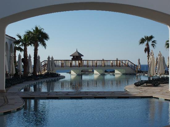 Reef Oasis Blue Bay Resort : The main pool